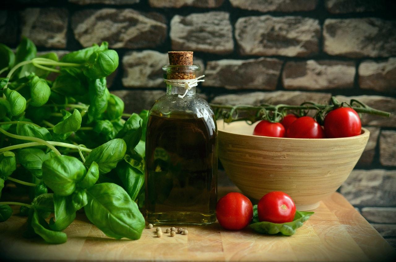Bazylia – właściwości i zastosowanie. Do jakich potraw warto używać bazylii?